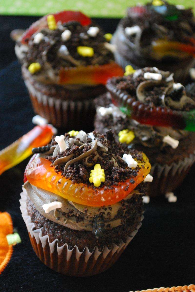 Dirt Cupcakes | The Domestic Rebel