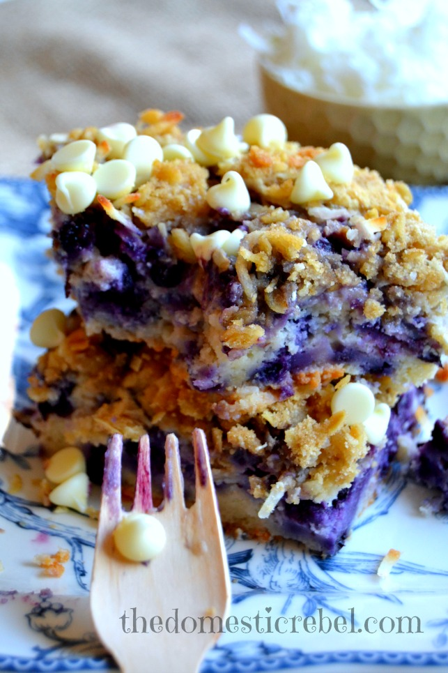blueberry muffin cake with white chocolate coconut cookie crumble