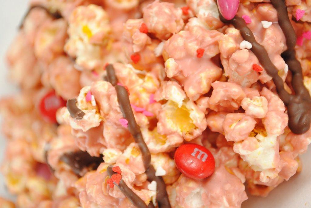 red velvet white chocolate popcorn