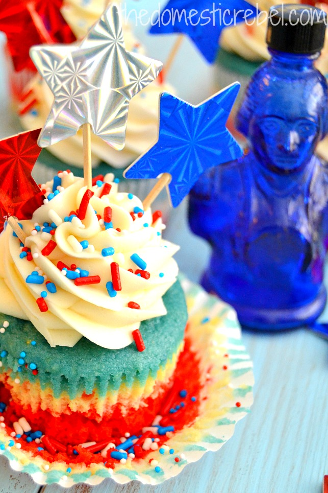 patriotic tie dye cupcakes on blue background with blue george washington glass