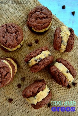 Homemade Chocolate Chip Cookie Dough Oreos