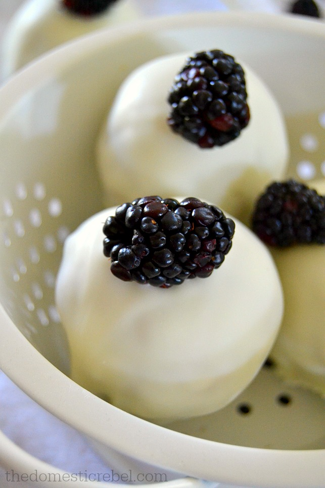 closeup of blackberry on blackberry pie blondie bombs in white colander