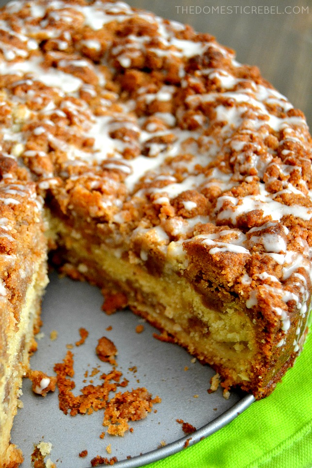 apple cinnamon crumb cake in a pan with green towel