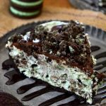 This No Bake Grasshopper Pie is SO easy, SO creamy and SO fluffy! Packed with bright mint flavor, Oreo pieces and a chocolate ganache topping that's to die for!