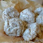 Eggnog Crinkle Cookies: a fun take on a classic holiday cookie, these taste JUST like a tall glass of spiced eggnog but are 100% booze-free!