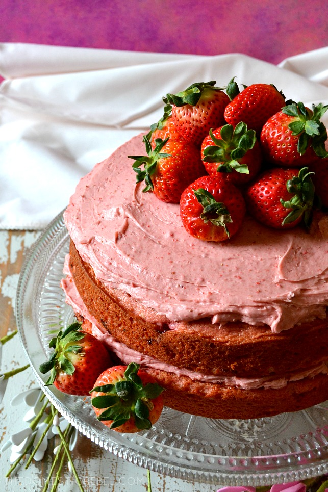 aerial view of whole strawberry cake topped with whole strawberries