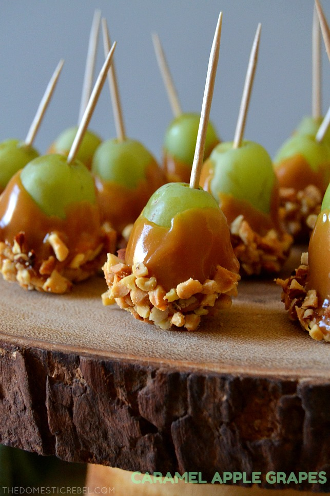 These Caramel Apple Grapes are sweet, salty, juicy, creamy, and crunchy all in one! Super easy, only a few ingredients and are so addictive and delicious! Perfect for parties as a great little snack!