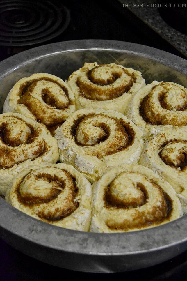 cinnamon rolls in round metal pan