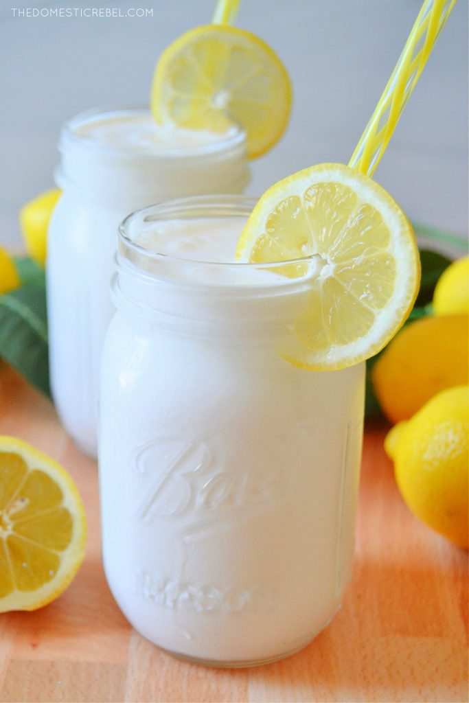 A mason jar filled with frosted lemonade and a lemon wheel