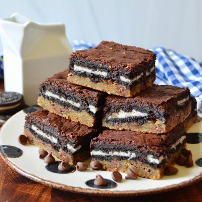 a large arrangement of slutty brownies on a black and white plate